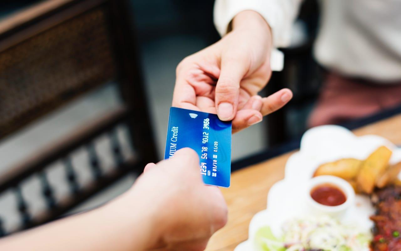 Karta kredytowa dla studenta - droga do niezależności czy zniewolenia? 1